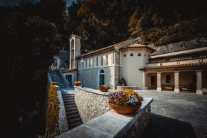 Francesco-Nativo-Santuario-Greccio-800x533-1